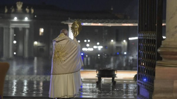 The Pope's special Urbi et Orbi blessing: 'God turns everything to our good'